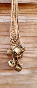 Heksen bellen met pentagram aan vlasdraad